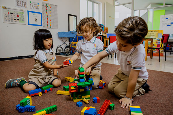 Estudiantes de Jardín de Niños en SLP aprendiendo con el sistema constructivista.